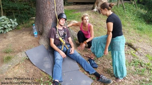 Kurz první pomoci IPRK - Pacient po pádu ze stromu byl oříšek