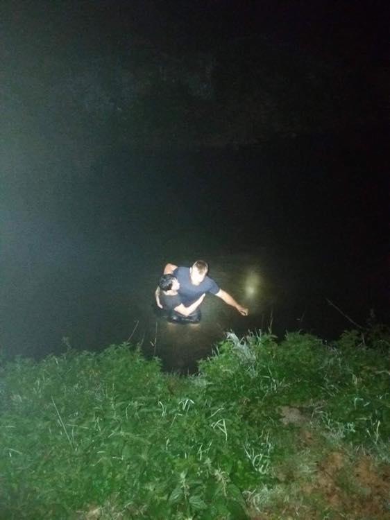 Záchrana ženy z řeky