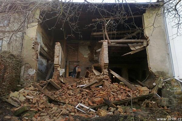 Sutina vzniklá zřícením zdi domu