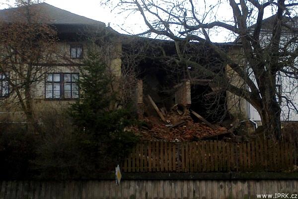 Zřícená část domu v Jaroměři
